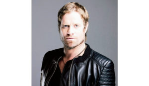 Arno Carstens live at Valley Flair Art Auction